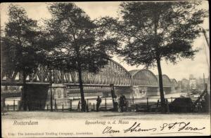 Ak Rotterdam Südholland Niederlande, Spoorbrug o. d. Maas