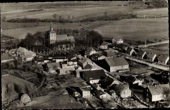 Ak Neukirchen in Ostholstein, Luftaufnahme, Kirche 0