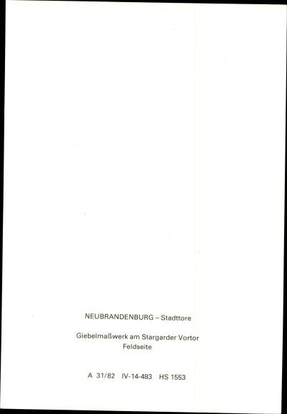 Ak Neubrandenburg in Mecklenburg, Stargarder Tor, Giebelmaßwerk, Feldseite 1