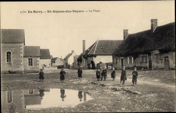 Ak Saint Aignan des Noyers Cher, La Place 0