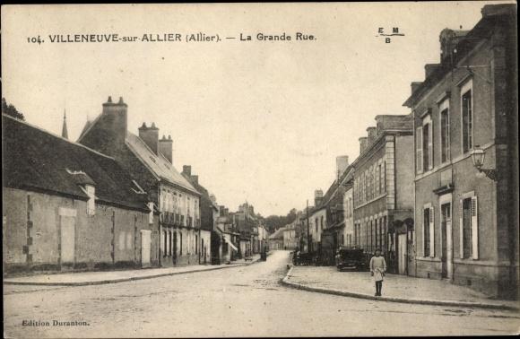 Ak Villeneuve sur Allier Allier, La Grande rue 0