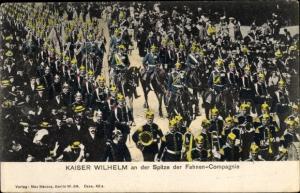 Ak Berlin Mitte, Kaiser Wilhelm II. an der Spitze der Fahnen Compagnie