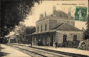 Ak Selles sur Cher Loir et Cher, La Gare, Bahnhof, Gleisseite