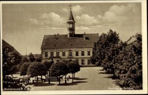 Ak Belgern Schildau Nordsachsen, Denkmal und Rathaus, Gneisenaustadt