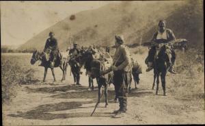 Foto Ak Männer auf Eseln