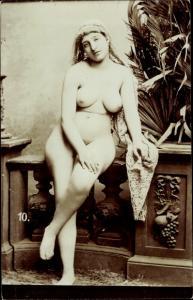 Foto Ak Frauenakt, nackte Frau mit großem Busen