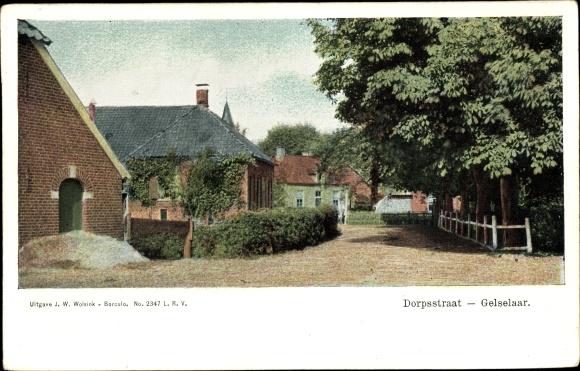 Ak Gelselaar Gelderland, Brink, Straßenpartie, Häuser, Dorpstraat 0