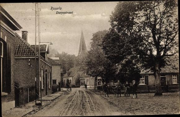 Ak Ruurlo Gelderland, Dorpstraat, Straßenpartie, Radfahrer 0