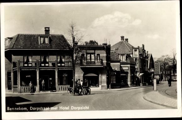 Ak Bennekom Gelderland, Dorpstraat met Hotel Dorpzicht 0