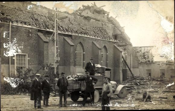 Foto Ak Borculo Gelderland, Kriegszerstörungen, Soldaten, LKW 0