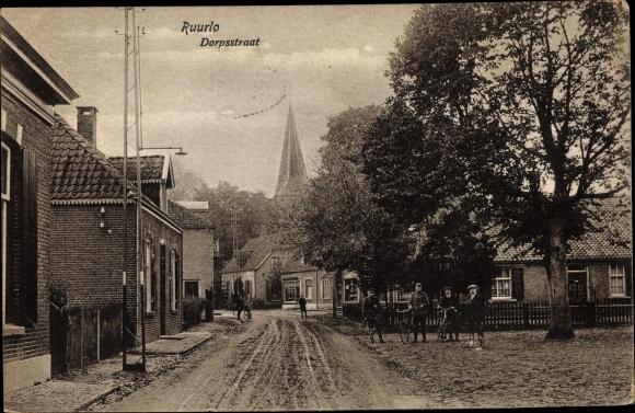 Ak Ruurlo Gelderland, Dorpstraat, Radfahrer 0