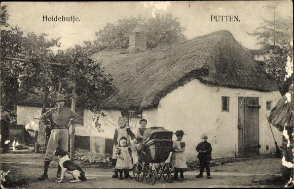 Ak Putten Gelderland, Heidehutje, Haus mit Reetdach, Kinderwagen, Hund 0