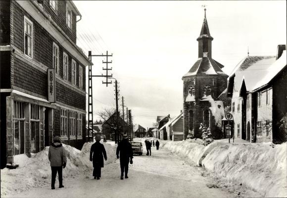 Ak Neustadt am Rennsteig Großbreitenbach Thüringen, Straßenpartie im Schnee 0