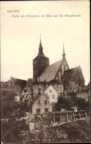 Ak Hansestadt Rostock, Partie am Mühlentor mit Blick auf die Nikolaikirche 0