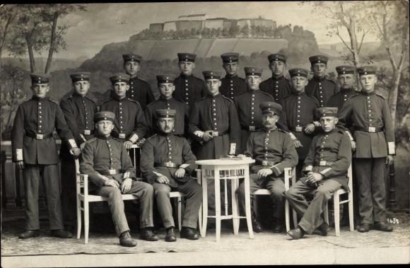 Foto Ak Soldaten in Uniformen, Gruppenfoto 0