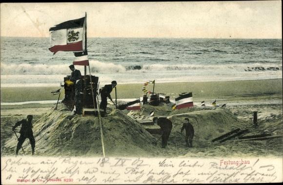 Ak Festungsbau, Kinder bauen Sandburgen am Strand, Fahnen 0
