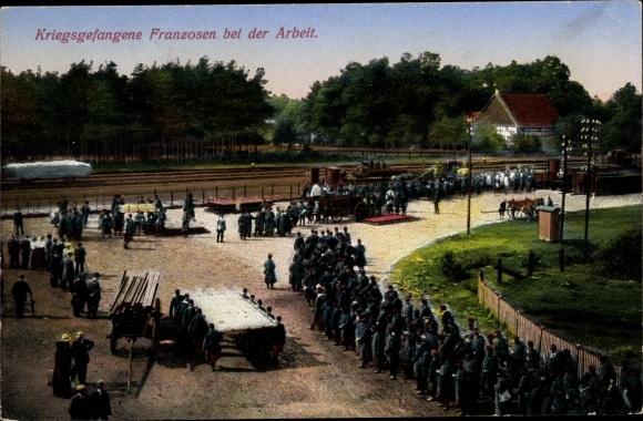 Ak Kriegsgefangene Franzosen bei der Arbeit 0