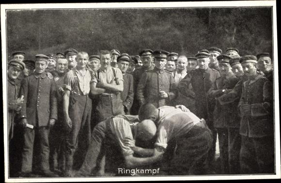 Ak Sportfest deutscher Soldaten hinter der Front, Ringkampf 0