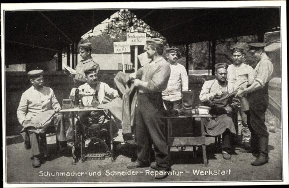 Ak Schuhmacher und Schneiderreparaturwerkstatt, Soldaten, Nähmaschine 0
