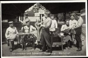 Ak Schuhmacher und Schneiderreparaturwerkstatt, Soldaten, Nähmaschine