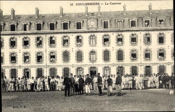Ak Coulommiers Seine et Marne, La Caserne 0
