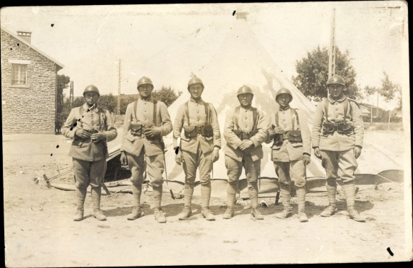 Foto Ak Bar-le-Duc Meuse, Soldaten in Kasernen 0