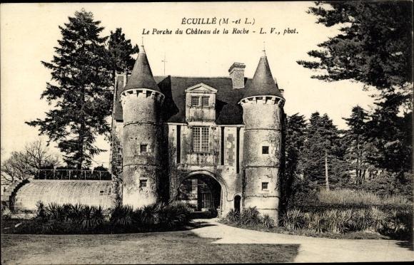 Ak Écuillé Maine et Loire, Le Porche du Chateau de la Roche 0
