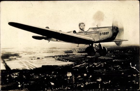 Foto Ak Kind in einem Flugzeug, Fotomontage 0