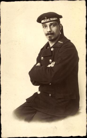Foto Ak Seemann in Uniform, Soldat, Kaiserliche Marine 0
