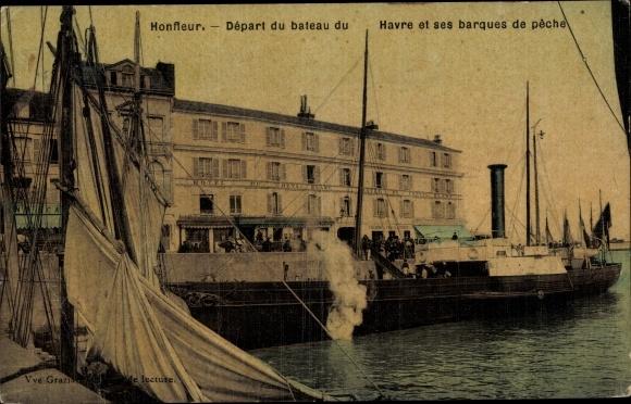 Ak Honfleur Calvados, Depart du bateau du Havre et ses barques de peche 0