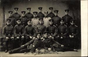 Foto Ak Soldaten in Uniformen, Gruppenfoto