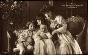 Ak Prinzessin Marie Gabriele von Bayern, Erbprinz Luitpold, Albrecht und Rudolf
