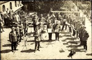 Foto Ak Militärkapelle, Soldaten, Uniformen