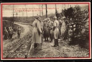 Ak Prinz Leopold von Bayern beim Besuch seiner Stabsoffiziere in einem Waldlager an der Front