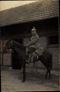 Foto Ak Soldat in Uniform, Pferd