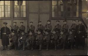 Foto Ak Deutsche Soldaten in Uniformen, Gewehre