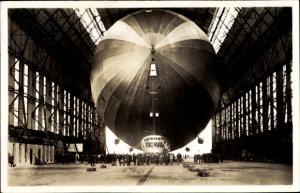 Ak Graf Zeppelin, Einbringen in die Halle, LZ 127, Starrluftschiff