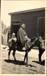 Foto Ak Südamerika, Indio Frau auf einem Pferd, Argentinien?, Mexiko?, Chile?
