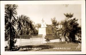 Ak Maracaibo Venezuela, Plaza de la Madre, Estatua, banquillo