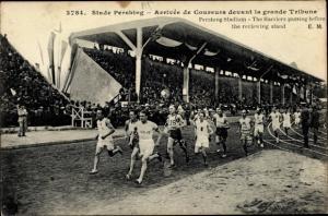 Ak Stade Pershing, Arrivée de Coureurs devant la grande Tribune, Harriers
