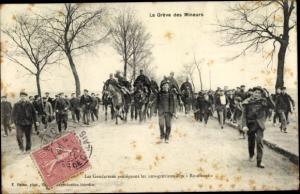 Ak La Greve des Mineurs, les Gendarmes protegant les non grevistes