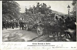 Ak Zirkus Barnum and Bailey, Prunkwagen von 40 Pferden gezogen
