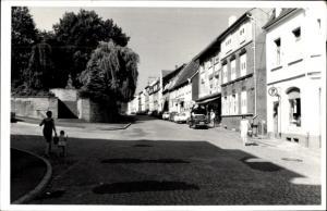 Foto Ak Eutingen an der Enz Pforzheim Baden Württemberg, Straßenpartie in der Stadt, Geschäfte