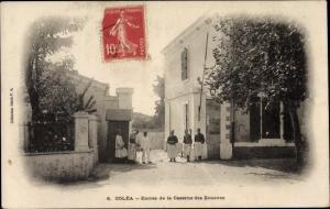 Ak Koléa Algerien, Entrée de la Caserne des Zouaves, Eingang der Kaserne