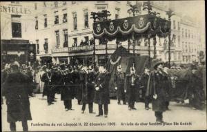 Ak Begräbnis König Leopold II., Ankunft des Trauerzuges, Platz Ste Gudule