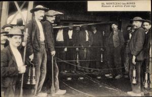 Ak Montceau les Mines Saône et Loire, Mineurs et arrivee d'une cage, Bergleute