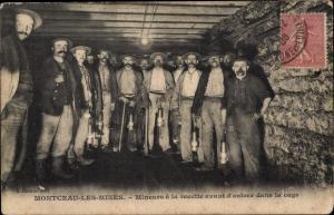 Ak Montceau les Mines Saône et Loire, Mineurs à la recette, Bergleute im Stollen