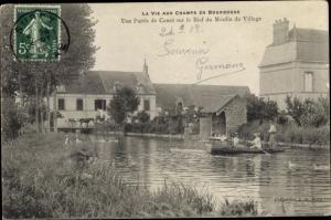 Ak Burgund Frankreich, Une Partie de Canot sur le Bief du Moulin du Village