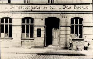 Foto Ak Stary Zdrój Altwasser Wałbrzych Waldenburg Schlesien, Dampfbrennerei du den Drei Hacken