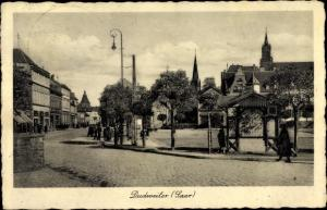 Ak Dudweiler Saarbrücken im Saarland, Platz, Straßenpartie